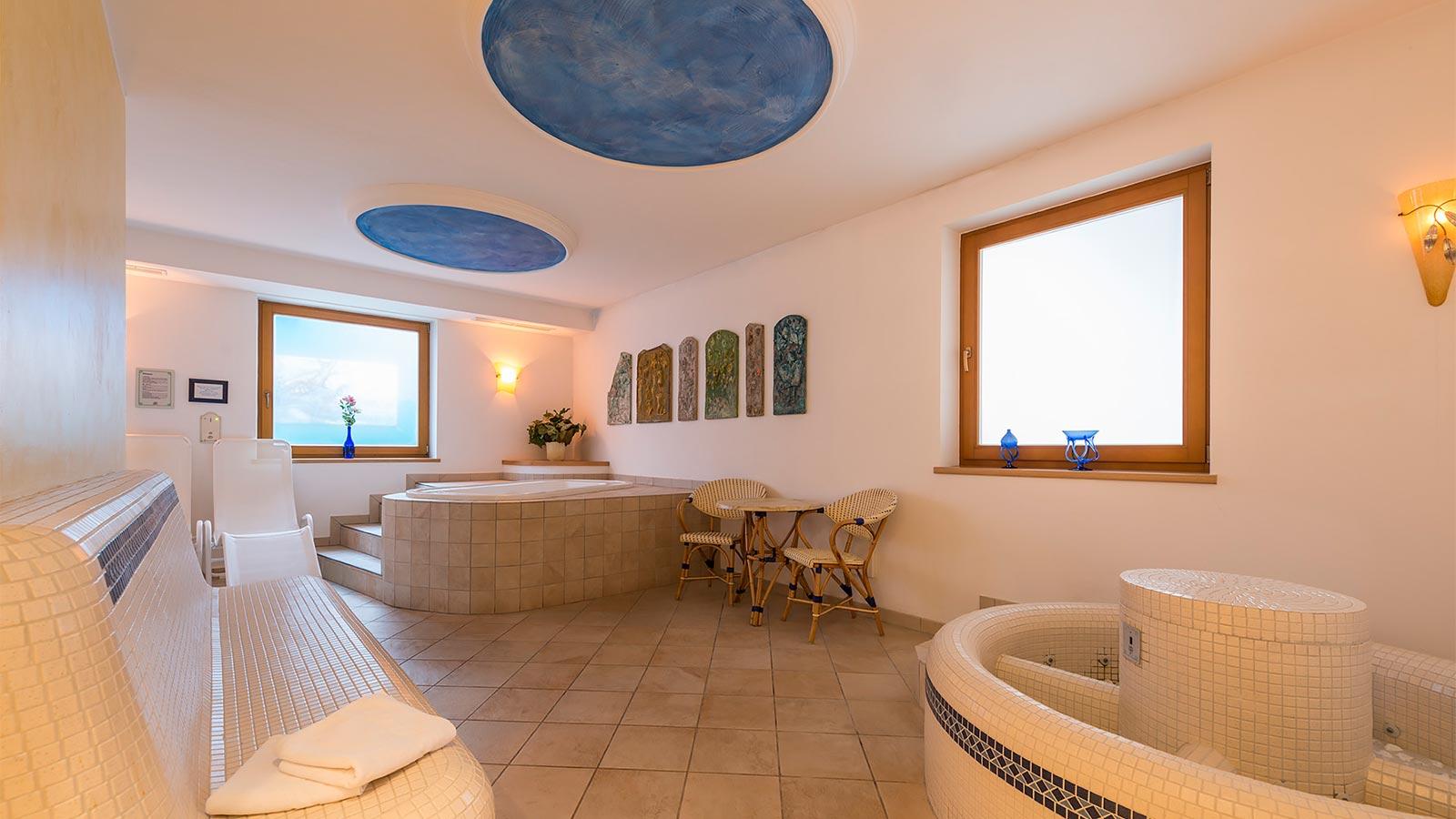 Hotel a maranza con piscina alpenfrieden - Hotel maranza con piscina coperta ...